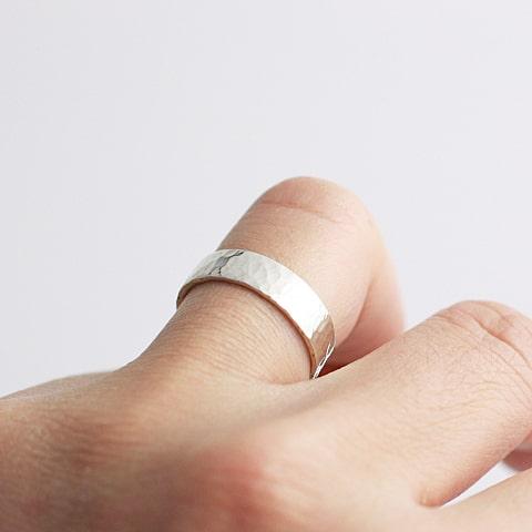 5.5mm太さのリングをつけた写真
