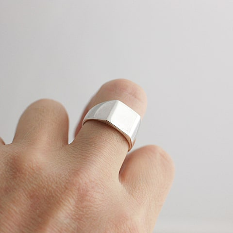 指輪を付けたサンプル写真